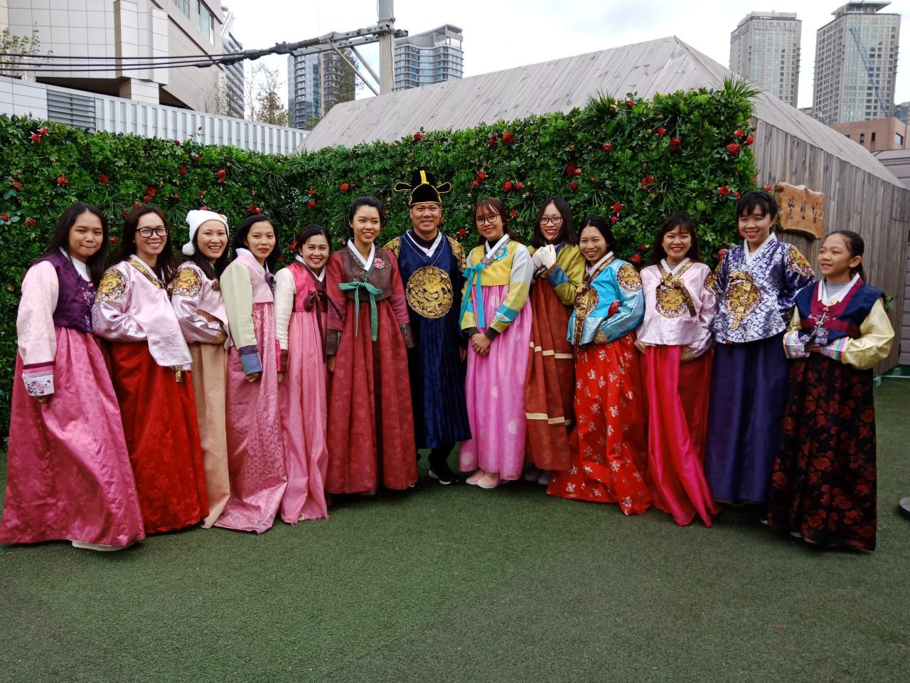 3. Duc Hung Co tổ chức du lịch cho nhân viên (2)