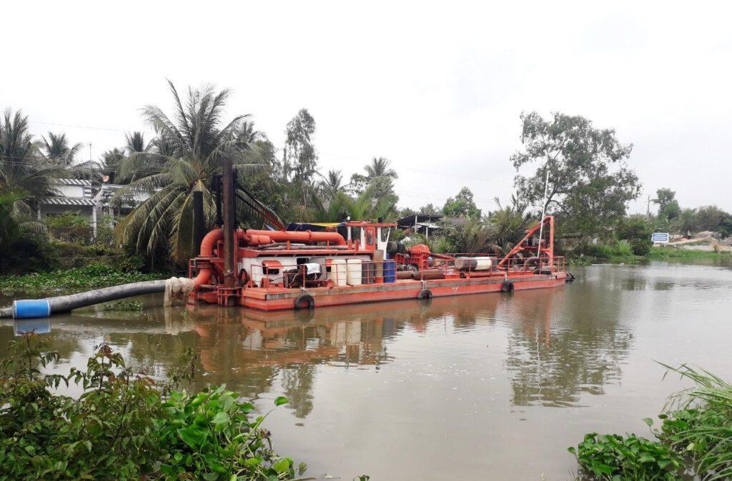 Tàu hút 900CV – Công trình nạo vét kênh